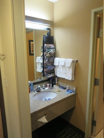 Fairfield Inn St. George: Tiny bathroom vanity