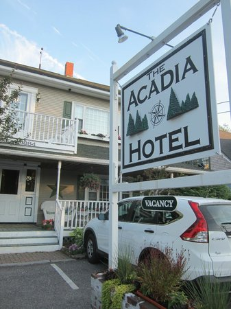 Front PORCH Entry Acadia Hotel