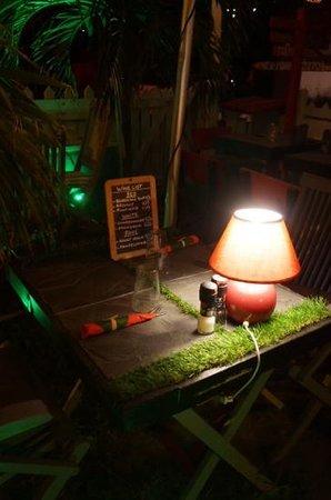 El Cafecito: table