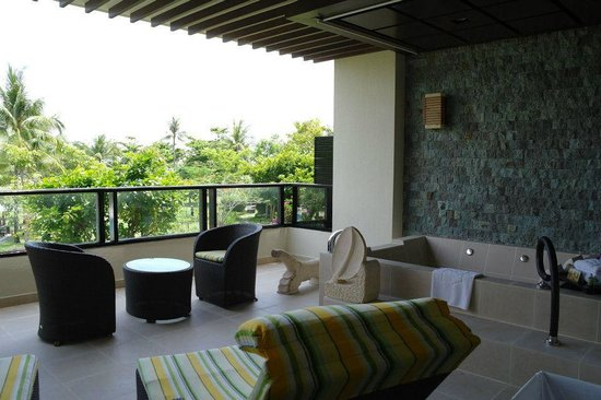 Shangri-La's Rasa Ria Resort & Spa : Balcony