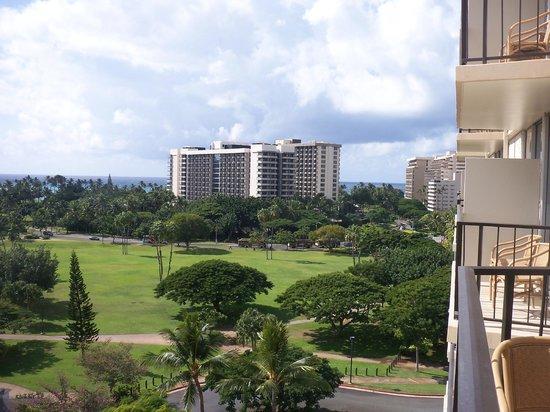 Luana Waikiki Hotel & Suites: View towards ocean