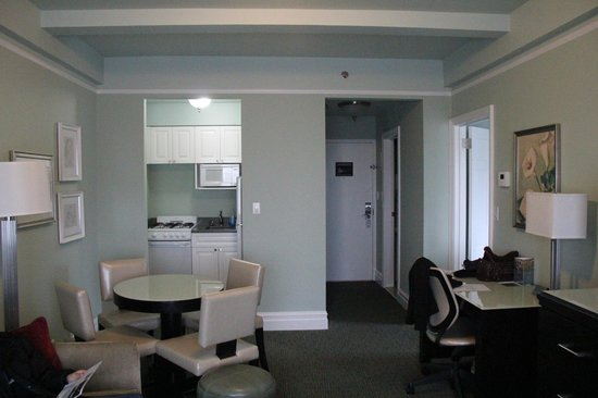Hotel Beacon : Dining / Kitchen and Desk