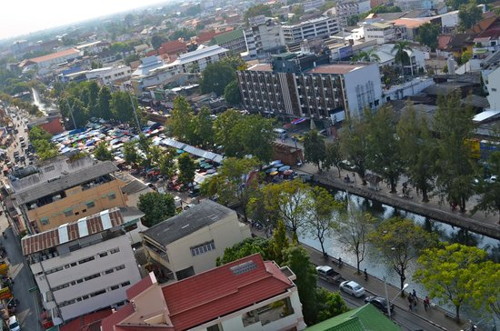 Amora Resort Tapae Chiangmai : View over Moat and Tha Phae gate