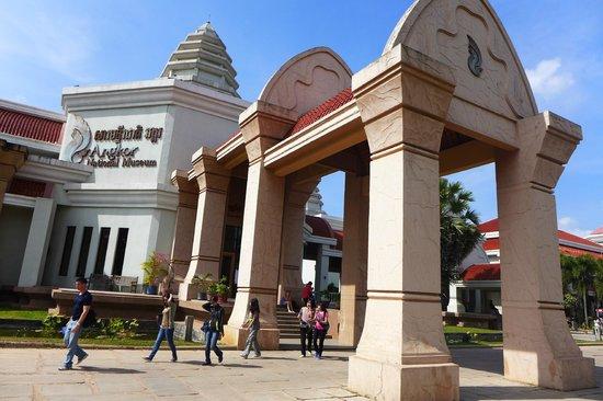 Angkor National Museum: entrance