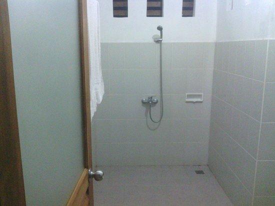 Karangsari Guest House: stukje van badkamer