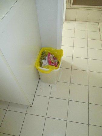 SilverOaks Resort Heritage: rubbish bin with no lids