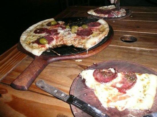 Romario: Pizza calabresa no Romário da Recoleta.