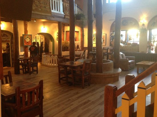 The Historic Taos Inn: Lobby