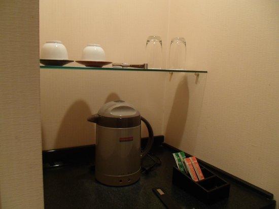 hotel AGORA osaka moriguchi: シンプルなお茶セット
