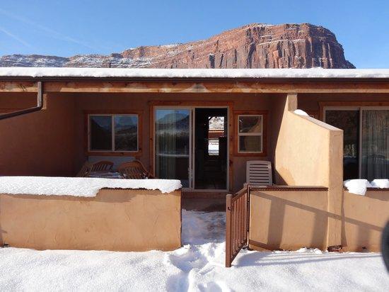 Red Cliffs Lodge: テラス側より
