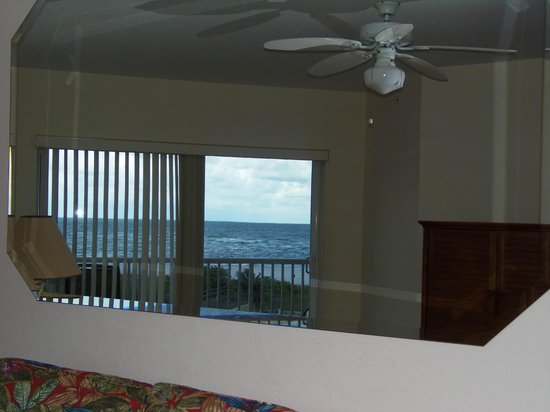 Sunset Vistas Beachfront Suites: View of beach thru mirror over sofa