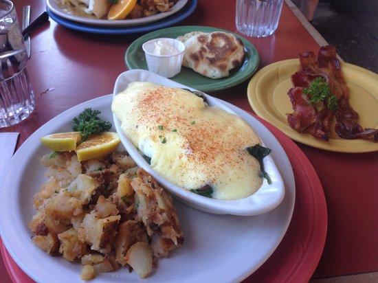 Bent Street Deli & Cafe: Eggs Benedict