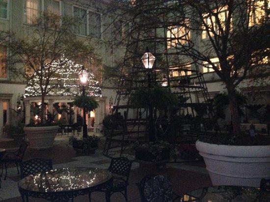 The Ritz-Carlton, New Orleans: Courtyard