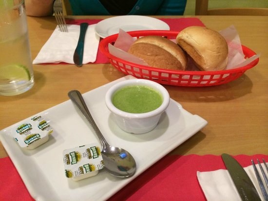Delicias Peruanas: Rolls and green sauce