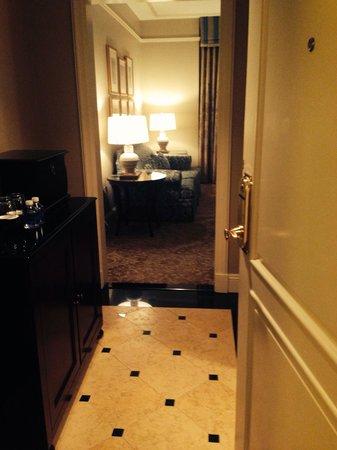 The Ritz-Carlton, New Orleans: Room 1110 Foyer