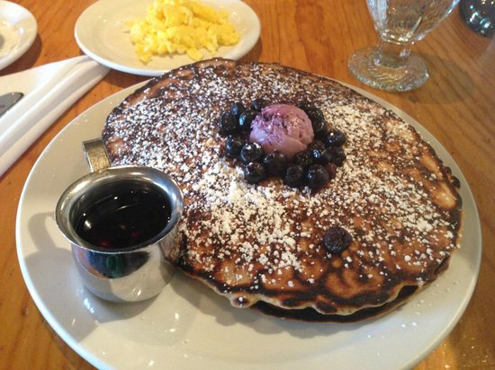 Doc Martin's Restaurant : Blueberry (severed on top) pancakes