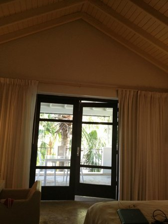 Floris Suite Hotel - Spa & Beach Club : High ceiling. Makes it feel airy.
