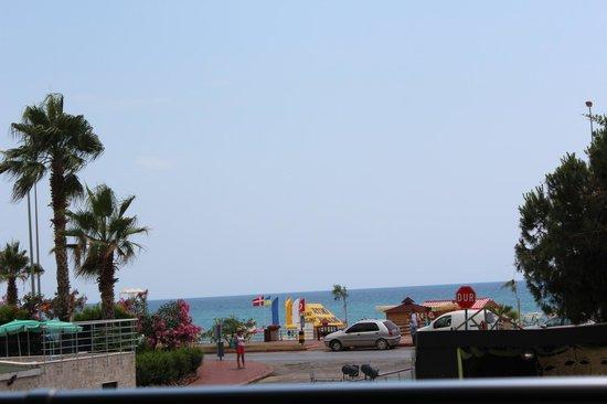 Ananas Otel : вид с отеля на море