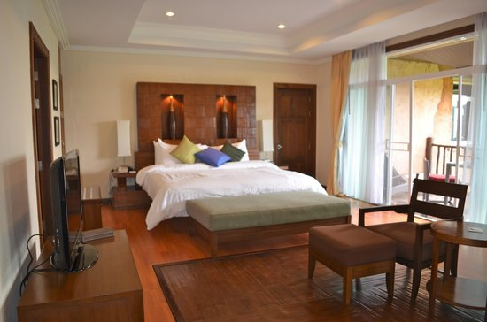 Katiliya Mountain Resort & Spa: Massive King Bed