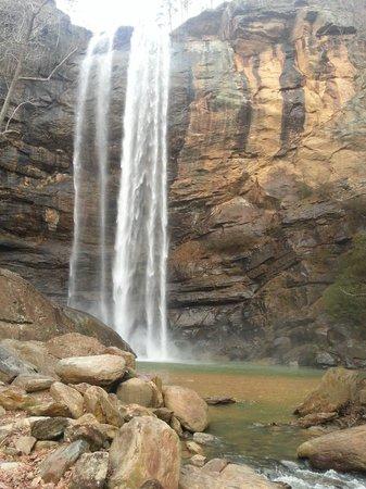 Toccoa Falls: Peaceful.