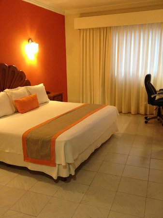 Adhara Hacienda Cancun : king-size bed