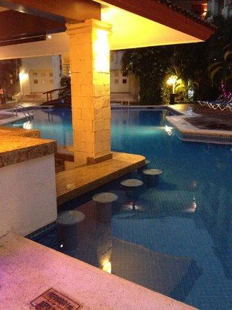 Adhara Hacienda Cancun : pool with swim-up bar