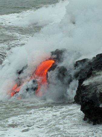 David Ewing Lava Walking Tours: Lava flow going into the ocean.