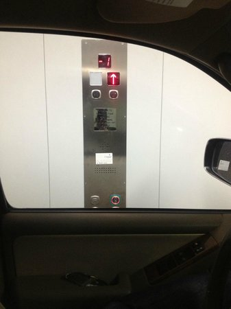 Ramada Abu Dhabi Downtown: Vehicle Elevator