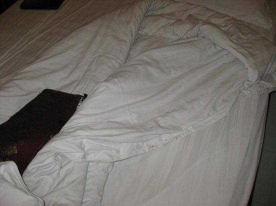 Inter City Boutique Hotel: Stained comforter