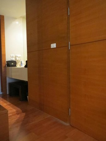 Amanta Ratchada Serviced Apartment Bangkok Hotel: DUST