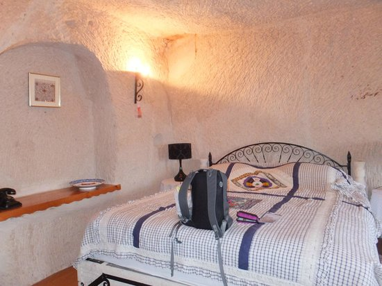 Cappadocia Cave Suites: bedroom