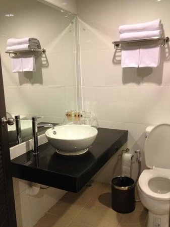 The 93 Hotel: Washing area