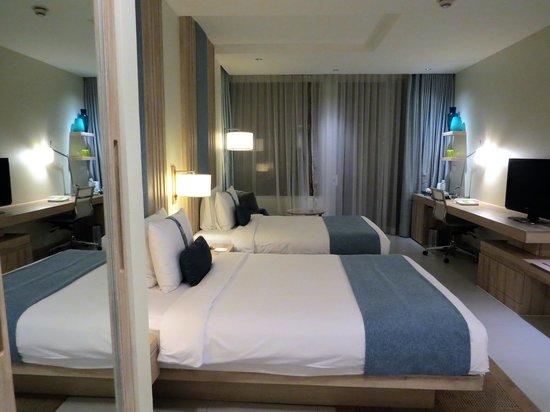 Holiday Inn Pattaya: 写真手前がクローゼット