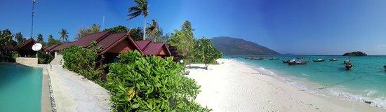 Lipe Power Beach Resort: pool and beach