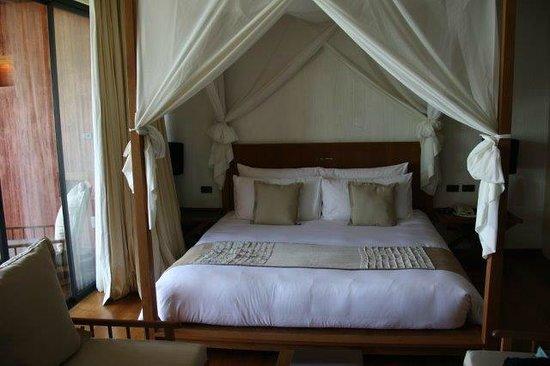 Hansar Samui Resort : The Bed
