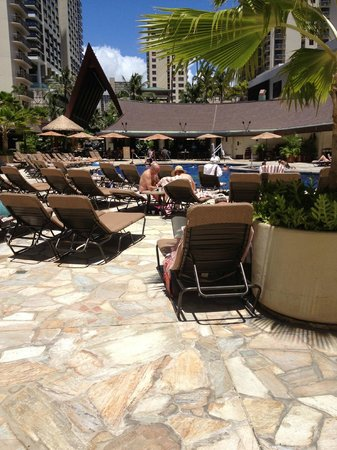 Outrigger Reef Waikiki Beach Resort: pool area