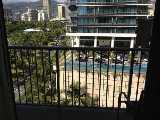 Outrigger Reef Waikiki Beach Resort: view from balc