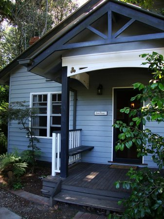 Merrow Cottages : Entrance