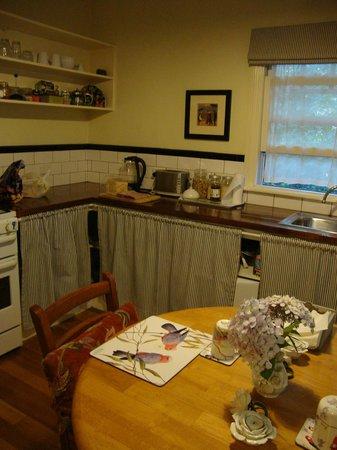 Merrow Cottages : Kitchen