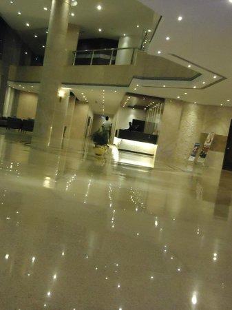 Ocean Paradise Hotel & Resort: Clean and wide coridoor