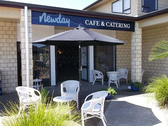 Newday Cafe & Catering : Entranceway & outside seating