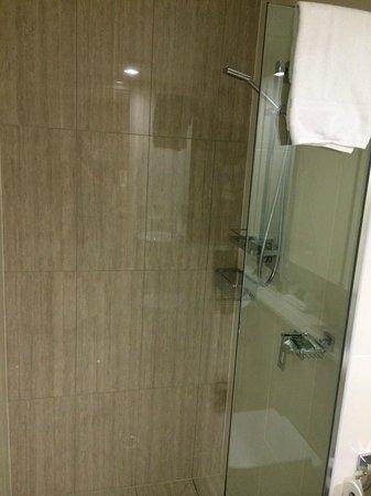 Meriton Serviced Apartments Brisbane on Herschel Street : Shower