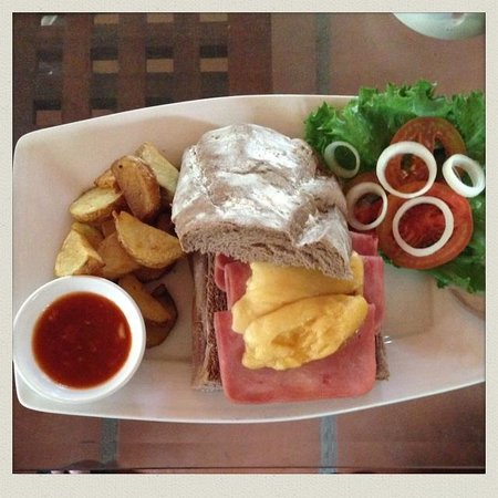 Joe's Cafe: Delicious ham and cheese sandwich