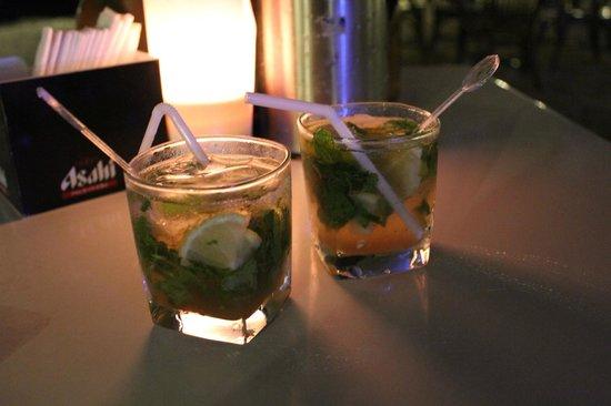 Boracay Regency Beach Resort & Spa: Happy Hour Mojito's at the Wave Bar and Lounge