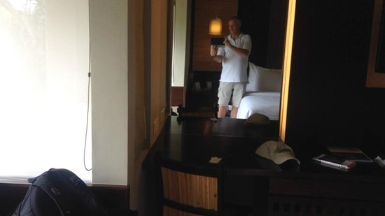 Novotel Lombok: Video of the room