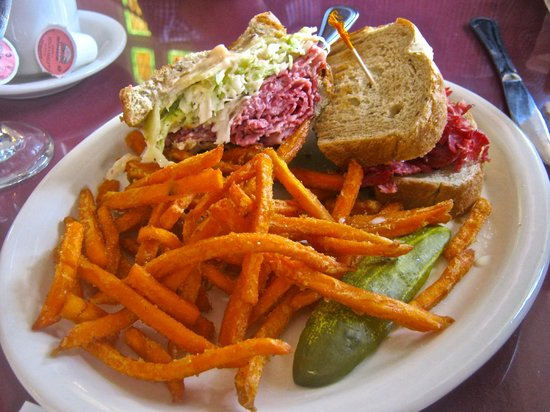 Artisan's Grill: Delicious sandwich