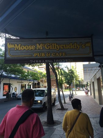 MOOSE McGillycuddy's : Moose Mcgillycuddys Sign