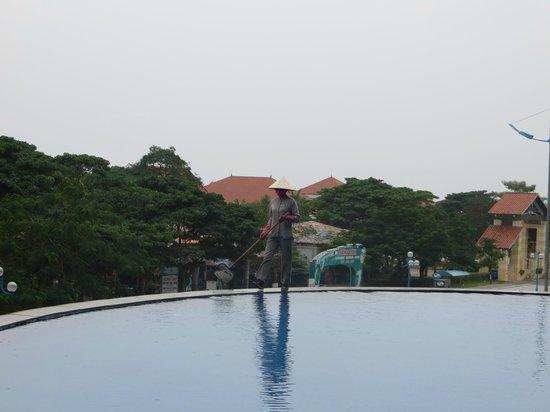 Novotel Ha Long Bay: 泳池旁邊的寧靜