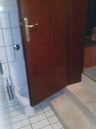 Hotel Rosa: Accesso al bagno