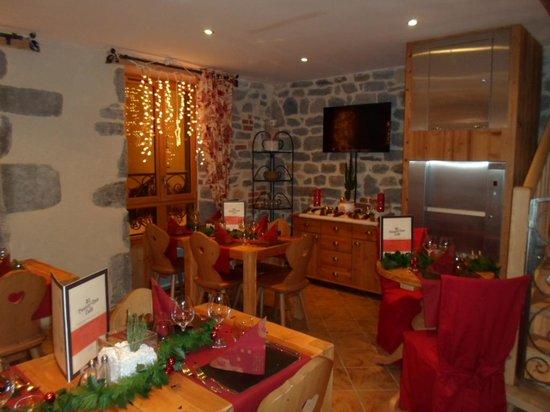 Twenty One Cafe: salle typiquemement montagnard,tres jolie